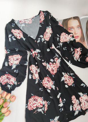 Дуже красиве плаття на довгий рукав з квітами на гудзиках  від miss selfridge розмір s-m