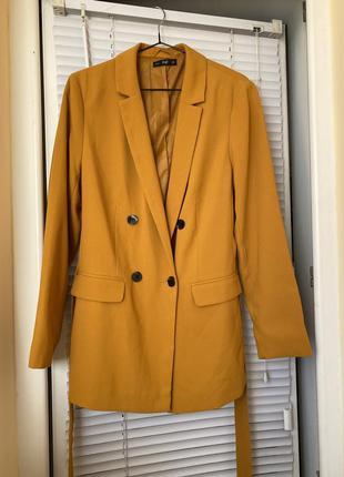 Двубортный пиджак с поясом