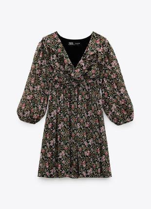 Платье черное в цветочный принт с рюшами воланами оборками zara
