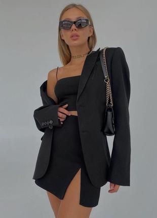 Удлиненный оверсайз пиджак с широкими плечами