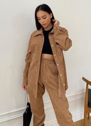 Стильный вельветовый костюм песочно-коричневого цвета брюки + рубашка