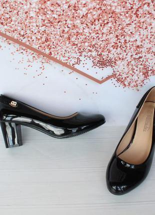 Черные туфли 36, 38 размера на удобном каблуке