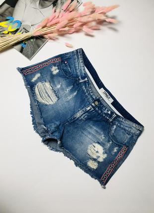 Стильные рваные джинсовые шорты с вышивкой от only