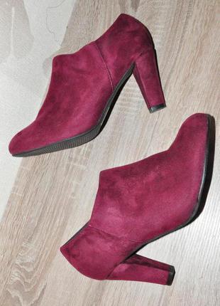 28 см. новые. широкая нога. красивые стильные туфли, ботильоны.