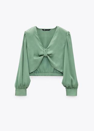 Блуза топ укороченная зеленая спереди выполнена в виде банта zara