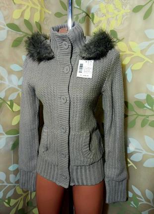 Теплый вязаный свитшот, худи, свитер под горло в крупную вязку на пуговицах с мехом и капюшоном