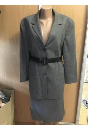 Деловой офисный строгий костюм 98% шерсть жакет с юбкой р 18