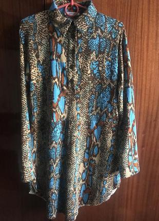 Платье рубашка со змеиным принтом свободное