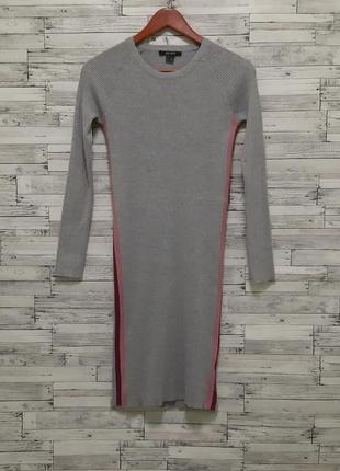 Серое платье миди в рубчик с лампасами по бокам