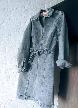 Стильное джинс платье на змейке с ремнем