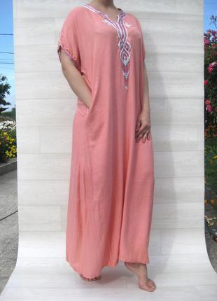 Платье длинное туника свободная абая с вышивкой розовая вышиванка с карманом вискоза