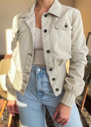 Светлая вельветовая куртка armani jeans