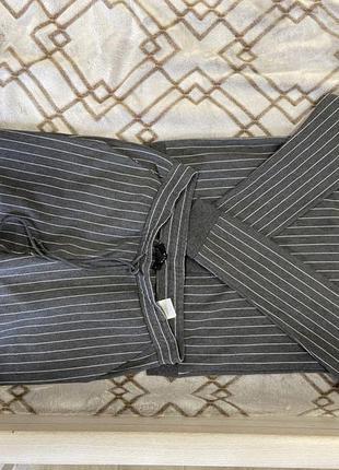 Продам жіночий костюм в полоску