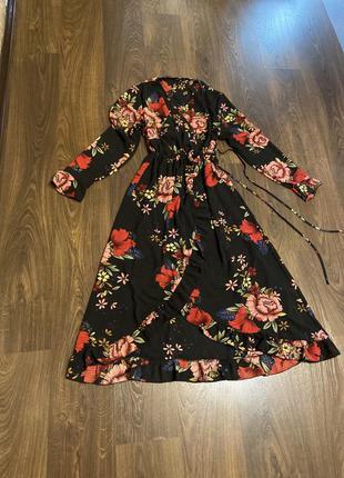 Платье очень красивое на запах
