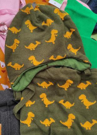 Набор шапка на завязках и шарф хомут принт дино динозавры
