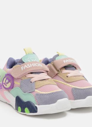 Модні кросівки для дівчинки