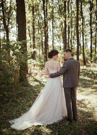 Свадебное платье на свадьбу со шлейфом с открытой спиной с вырезом
