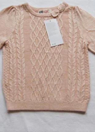 Милый вязаный свитер с узором косичка и бантиком на горловине. на 2-4 года. новый!