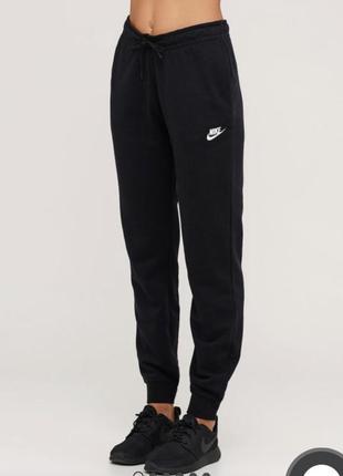 Чёрные спортивные штаны nike