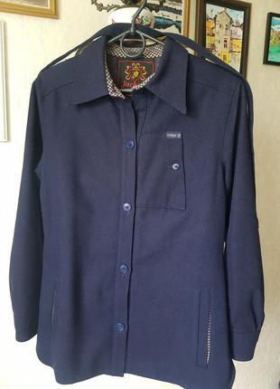 Отличная демисезонная курточка- жакет из качественной  шерстяной ткани.