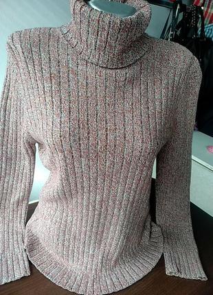 Красивий светр під шию