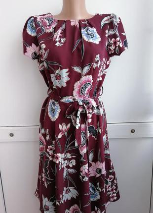 Платье короткое бордового цвета с принтом