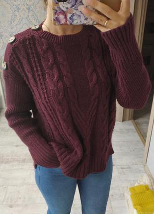 Актуальный теплый приятный свитер с пуговками