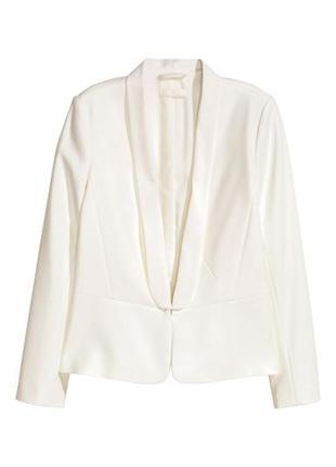Пиджак женский молочного цвета на застежке