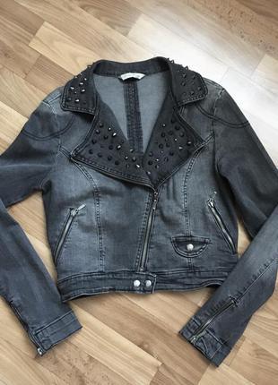 Джинсовая куртка косуха с заклепками шипами