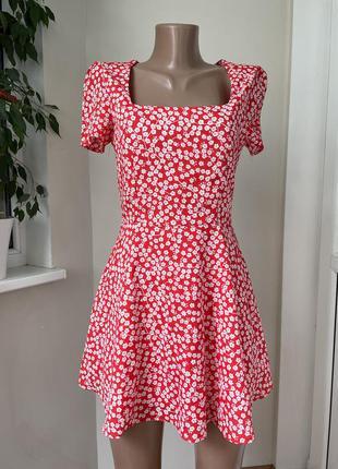 Красивое платье в мелкий цветочек