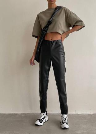 Кожаные брюки на флисе тренд сезона из эко-кожи