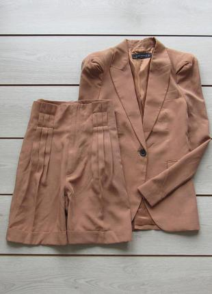Красивый костюм пиджак  с шортами от zara
