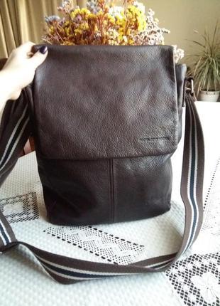 Кожаная шыкарная вместительная темно коричневая сумка фирмы john rocha