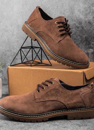 Топовые мужские классические туфли лоферы выполнены из замши коричневые