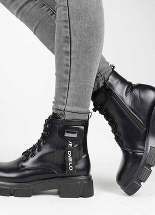 Стильные черные осенние деми ботинки на платформе толстой подошве модные короткие