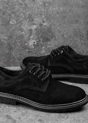 Топовые мужские туфли лоферы чёрные выполнены из замши