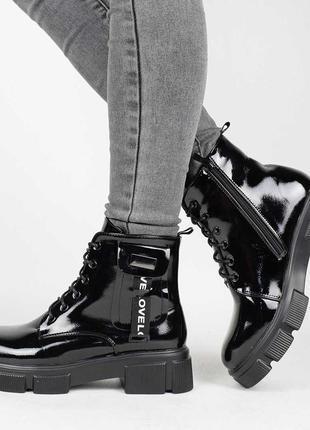 Стильные черные лаковые осенние деми ботинки на платформе толстой подошве модные