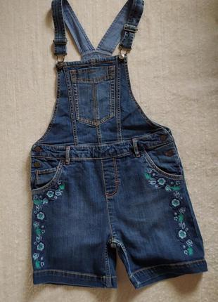 Класний джинсовий комбінезон з вишивкою,аказано р.10-11.