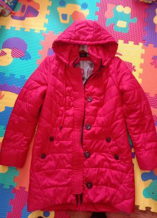 Куртка красная осеняя