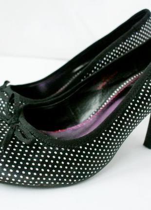 Шикарные брендовые атласные туфли в горох red level. размер uk 5/ eur 38.