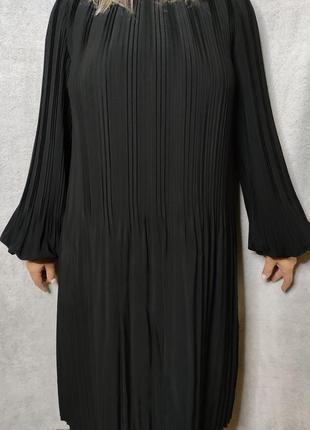 Herzen's sangelegenheit шикарне плаття міді, плісе.