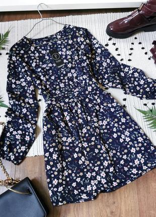 Коротка темно-синя сукня в квіти boohoo короткое темно-синее платье в цветы