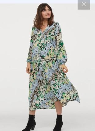 Фантастическое платье с пышными рукавами