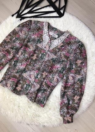 Блузка в ретро стиле с фактурным воротником