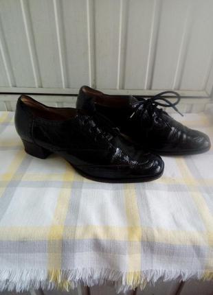 Итальянские лаковые кожаные туфли