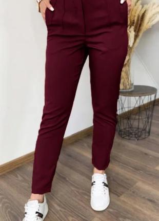 Женские прямые брюки с карманами и высокой талией