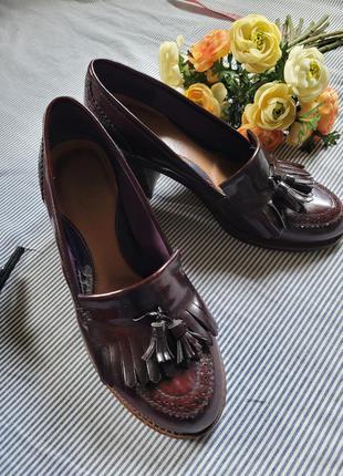 Актуальные туфли лоферы броги на массивной подошве