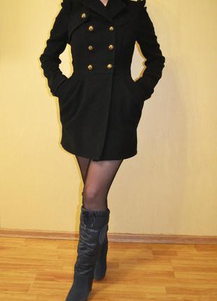 Черное пальто balmain бальме́н с пуговицами гусарский стиль