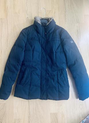 Куртка пуховая, приталеннная, без ньюансов