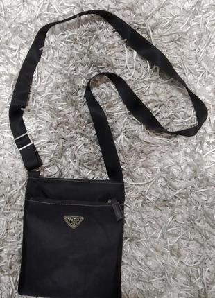 Шикарная сумка от известного бренда prada.